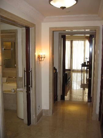 Sandy Lane Hotel : Luxury Ocean Room hallway