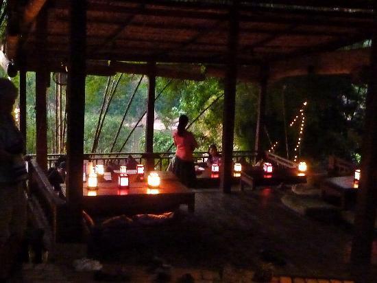 Dyen Sabai Restaurant: The outdoor dining