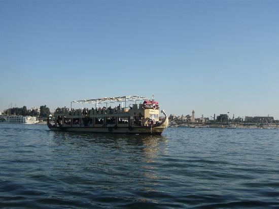 El Fayrouz : El barco para cruzar el Nilo
