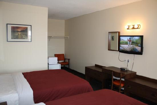 Empress Inn & Suites : 2 Queen room