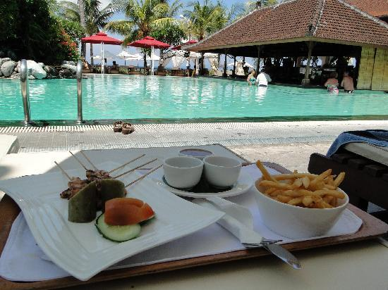 Griya Santrian: Traditional satay lunch by the pool