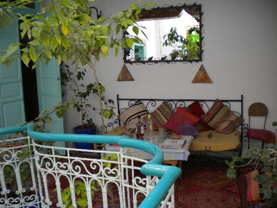 Riad Dar Tah Tah : Mezzanine courtyard seating