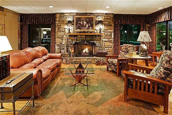 Holiday Inn Asheville - Biltmore East: Enjoy the Fireplace & Lobby