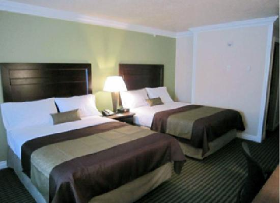 BEST WESTERN PLUS Mirage Hotel & Resort: Guestroom with two Queen Beds