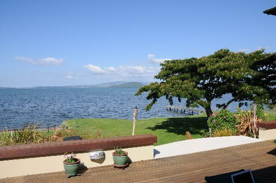 Nicara Lakeside Lodge: View of Lake Rotarua from Nicara Lodge