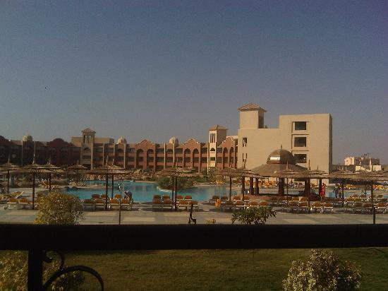 Tirana Aqua Park Resort: overlooking the pool