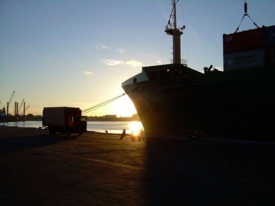 Toamasina (Tamatave), Madagaskar: Unser Schiff im Hafen