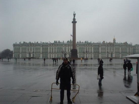 Palace Square (Dvortsovaya Ploshchad): Saint Petersburg, Russia