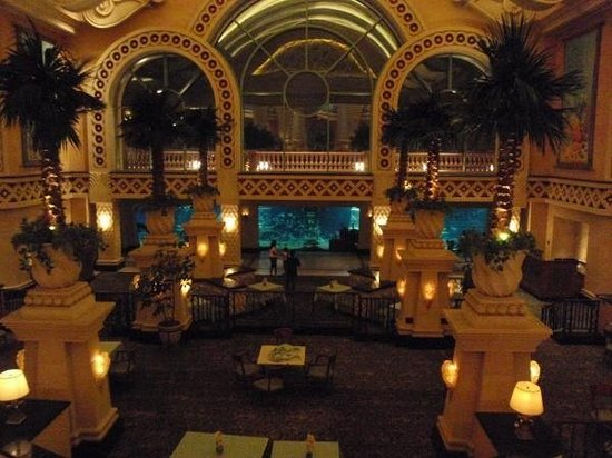 Marine Habitat at Atlantis: The lobby of Atlantis