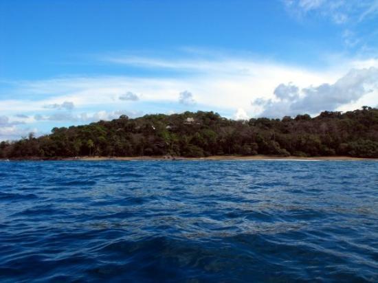 Drake Bay, Kostaryka: Punta Marenco Lodge from the ocean
