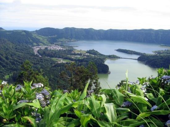 São Miguel, Portugal: Lagoa Verde and Lagoa Azul (Green Lake and Blue Lake), Western Sao Miguel