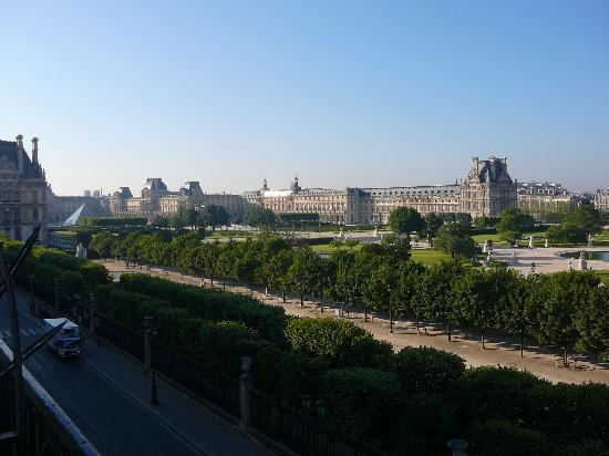 Hotel Brighton - Esprit de France: View of The Louvre from our room