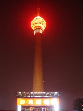 Central Radio and Television Tower (Zhongyang Dianshita): Vista de la torre.