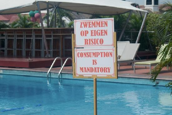 Hotel Krasnapolsky: This sign at the poolside buffet doesn't make sense to me... but there it is