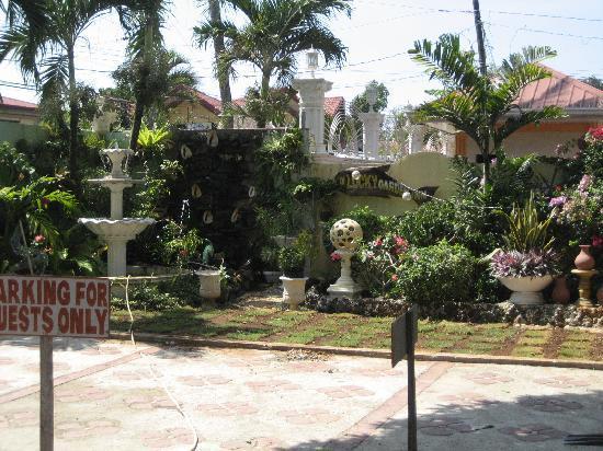 D' Lucky Garden Inn & Apartelles Palawan: The Inn Sign