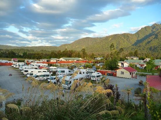 Franz Josef TOP 10 Holiday Park: holiday park from lookout hill