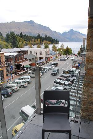 Nomads Queenstown Backpackers: Balcony