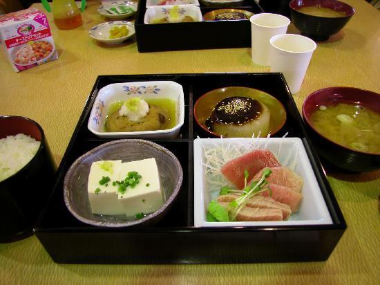 Miura, Japon : 入場券とセットになった料理