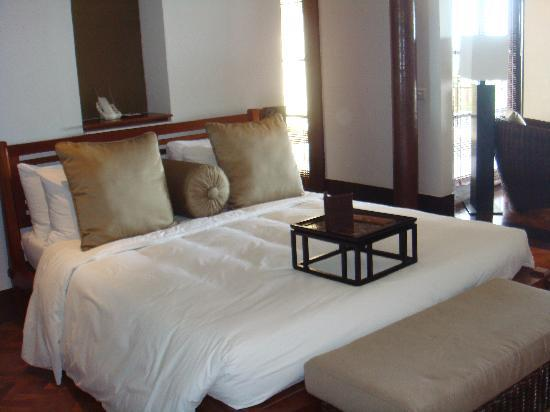 The Legian Bali: huge bed