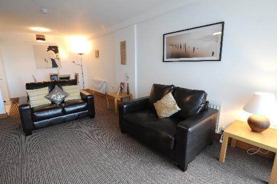City Hub Apartments : Standard 2 Bedroom Living Space