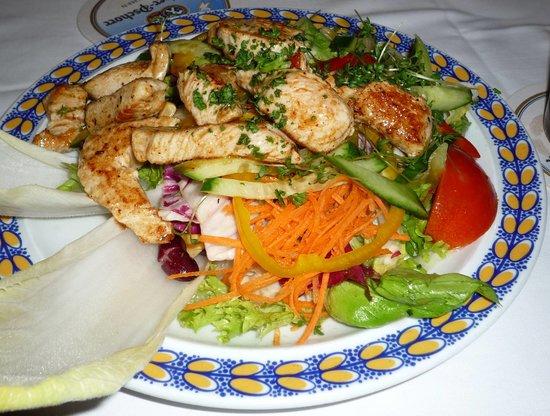 Mix salad with grilled Turkey (Donisl)