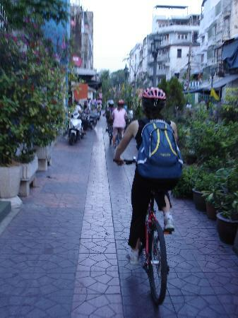 Grasshopper Adventures: Back roads of Bangkok