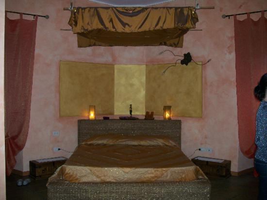 Momi Bed & Breakfast: Ah - bed at last to rest our weary bones.