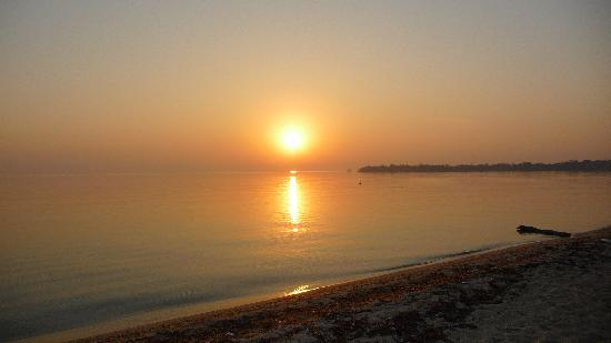 Westwind Hotel on the Beach: The sunrise at the Westwind Hotel