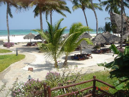 Pinewood Beach Resort & Spa: beach veiw