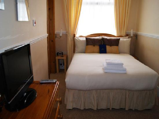 Summerlands Guest House: Guest Room ( Room 8 - Triple )