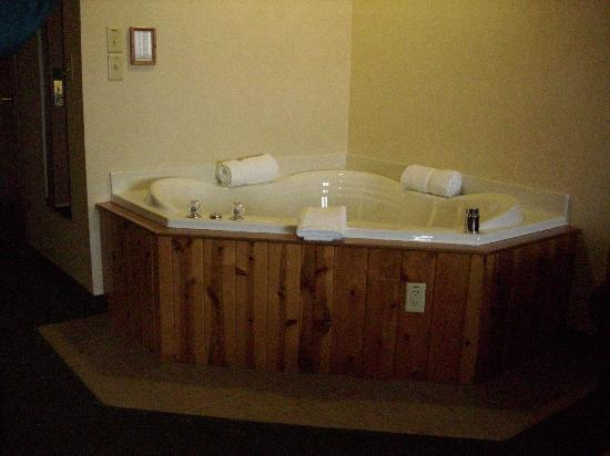 Comfort Suites Berlin: 3-Person Jacuzzi