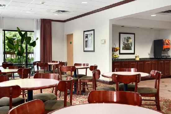 Hampton Inn Tallahassee Central: Lobby/Breakfast area