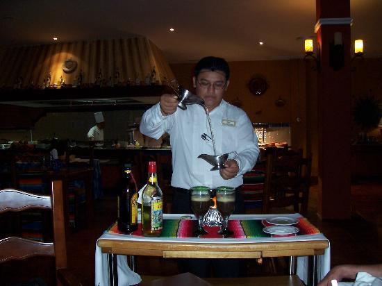 Valentin Imperial Maya: PREPARING CAFE MAYA