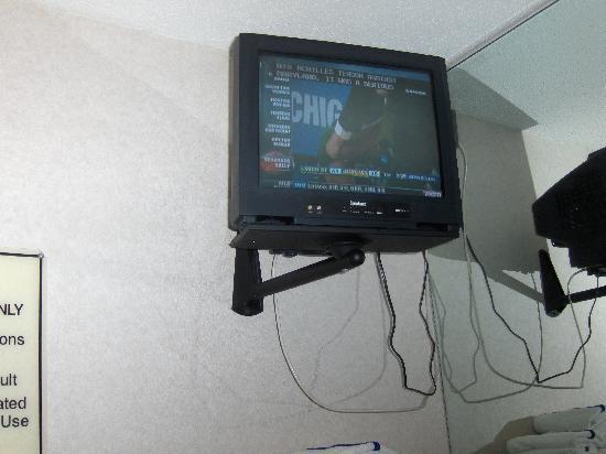 Hampton Inn St Louis/Chesterfield: Small Gym TV