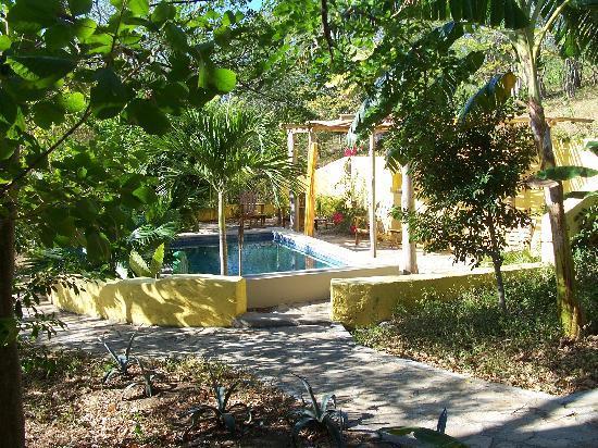 Las Mananitas: Sur la route menant à la plage