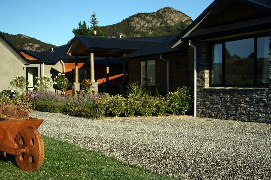 Wanaka Alpine Lodge: Front Entrance