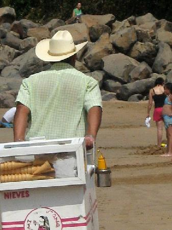 Mar de Jade Retreats Wellness Vacation: Ice cream vendor, Chacala Beach