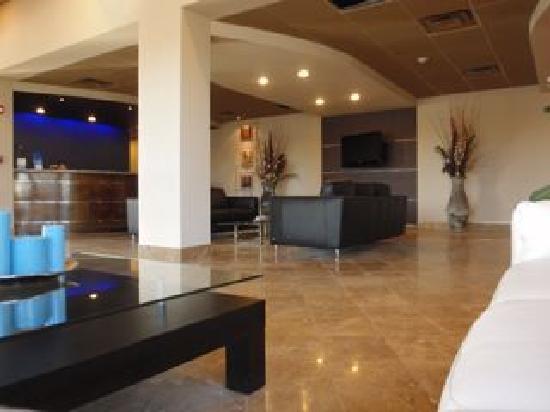 Days Inn Mattoon: Inviting, modern lobby