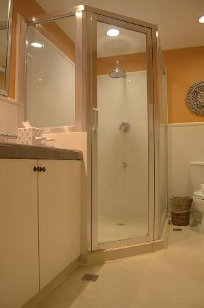 Discovery Country Suites: Bathroom