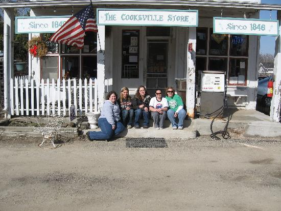 Cooksville Farmhouse Inn : Just down the road!! Picture perfect!