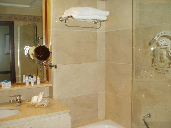 Hotel Reina Isabel : Sala de baño