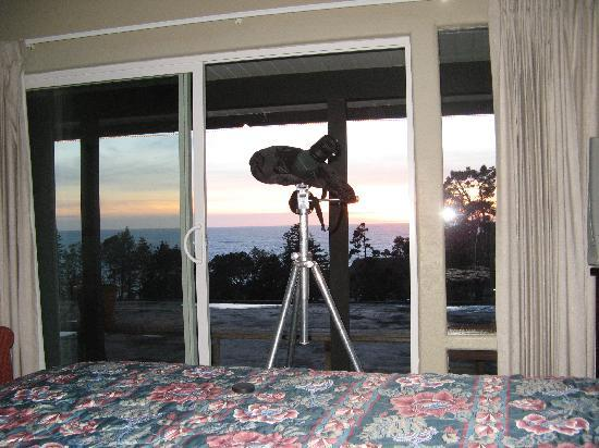 Casa Puesta del Sol: whale watching from our bed at sea foam lodge