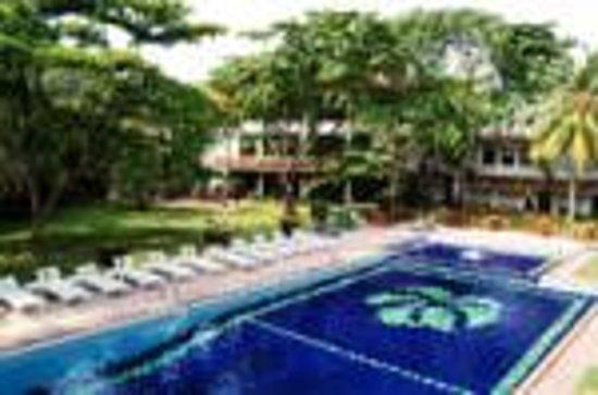 Palms Mount Lavinia: i liked the swimming pool