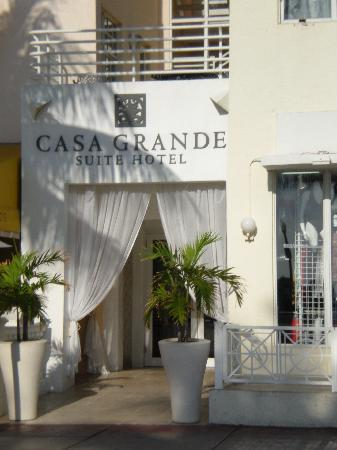 Casa Grande Suite Hotel of South Beach: Entrance to Hotel