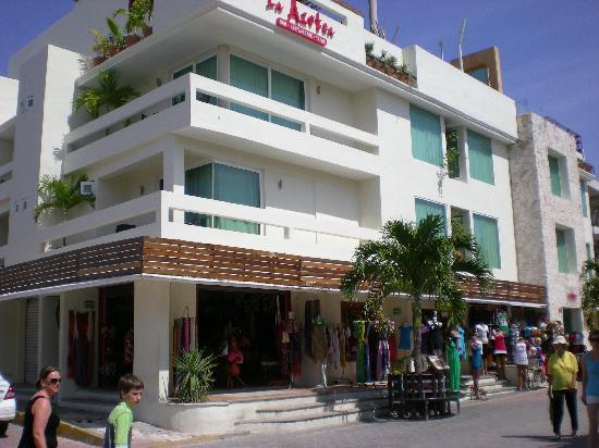 Hotel El Punto: View of the front of the hotel