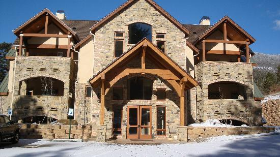 Della Terra Mountain Chateau: Front Entry