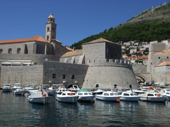 Cavtat, Croatia: Dubrovnik city walls