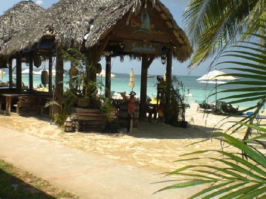 Sandals Negril Beach Resort & Spa: Restaurant at the beach