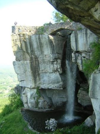 Lookout Mountain : cool waterfall