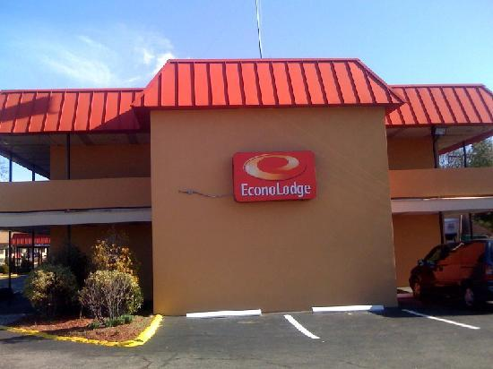 Econo Lodge: side of building